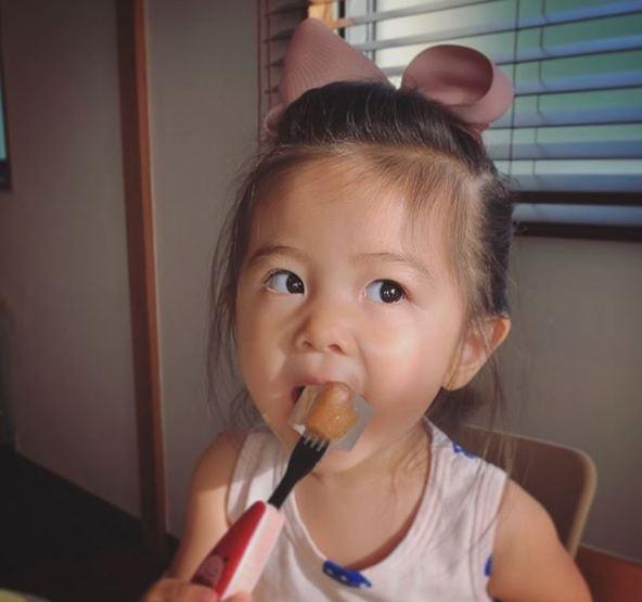 Cô bé Chanco với mái tóc xù trứ danh ngày nào nay đã lớn phổng phao và khiến nhiều người bất ngờ với hình ảnh hiện tại - Ảnh 11.