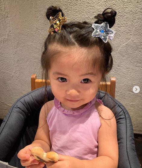 Cô bé Chanco với mái tóc xù trứ danh ngày nào nay đã lớn phổng phao và khiến nhiều người bất ngờ với hình ảnh hiện tại - Ảnh 13.