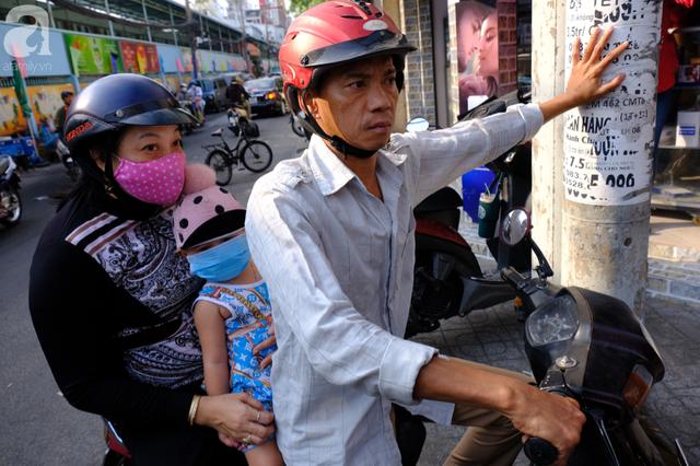 TP.HCM: Sợ nhiễm virus corona, hàng trăm người dân xếp hàng rồng rắn mua khẩu trang nhưng thất vọng vì hết sạch - Ảnh 13.