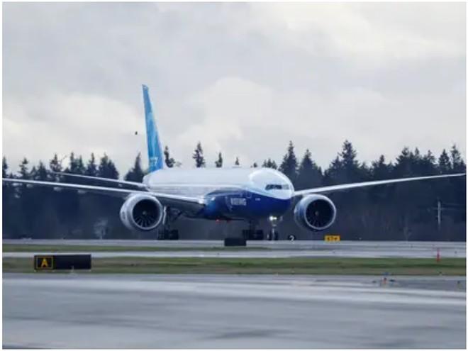 777X: flagship khổng lồ mới của Boeing vừa thực hiện thành công chuyến bay đầu tiên - Ảnh 10.