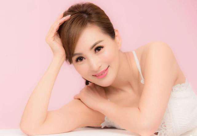 Hoa hậu châu Á gợi cảm nức tiếng: Bị chồng ruồng bỏ vì ngoại tình, U60 vẫn khoe hình thể - Ảnh 4.
