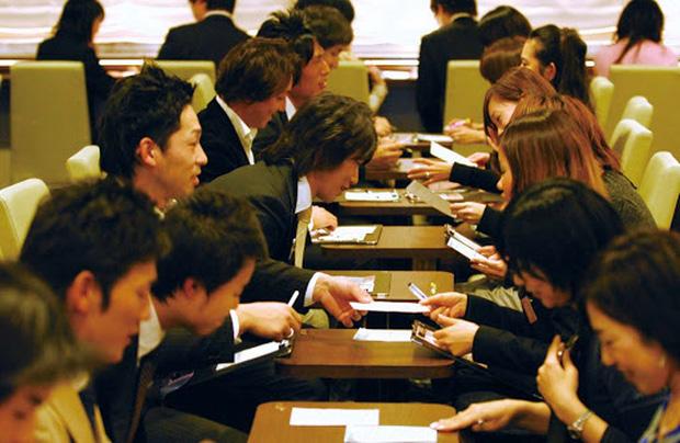 Một thế hệ Nhật Bản không tình yêu: Chỉ cần đủ điều kiện là cưới, bất kể tình cảm ra sao - Ảnh 2.