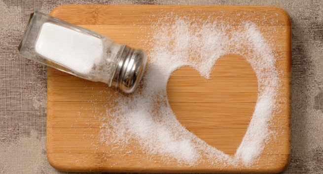 Ăn ít muối có thể làm tăng nguy cơ suy tim - Ảnh 1.