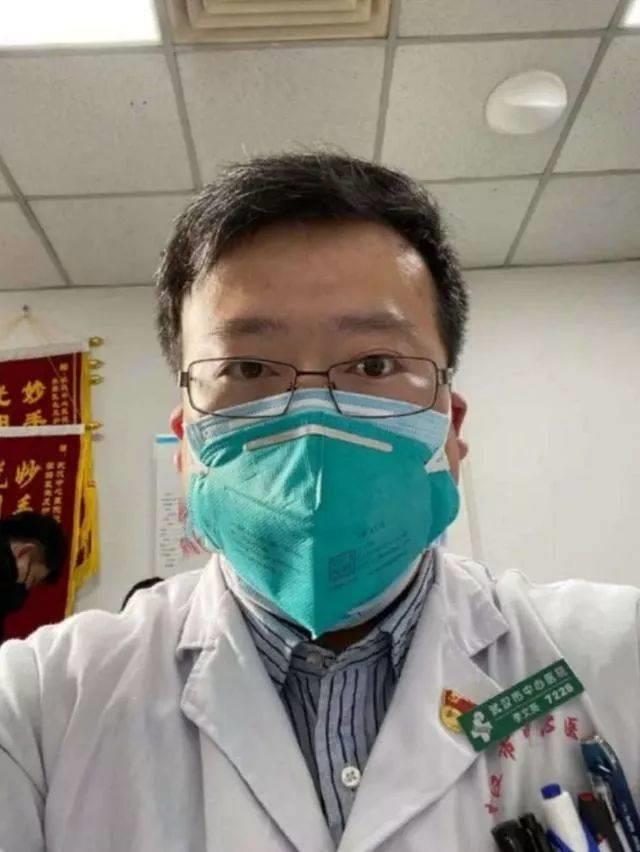 Bố mẹ, người vợ mang thai của bác sỹ cảnh báo virus corona vừa qua đời đều nhiễm bệnh - Ảnh 1.