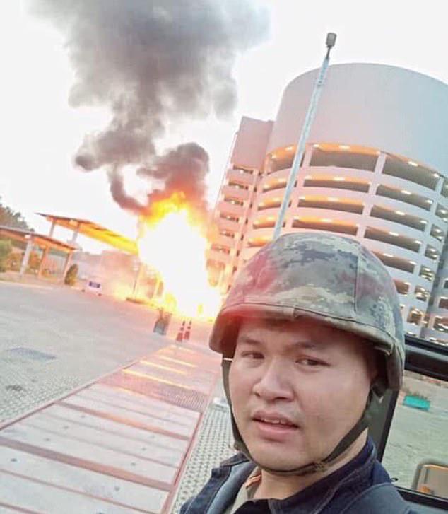 Thượng sĩ Thái Lan livestream xả súng giết 17 người, giữ con tin, cảnh sát và quân đội tới hiện trường - Ảnh 2.