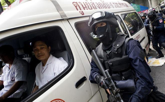 Thượng sĩ Thái Lan livestream xả súng giết 17 người, giữ con tin, cảnh sát và quân đội tới hiện trường - Ảnh 5.