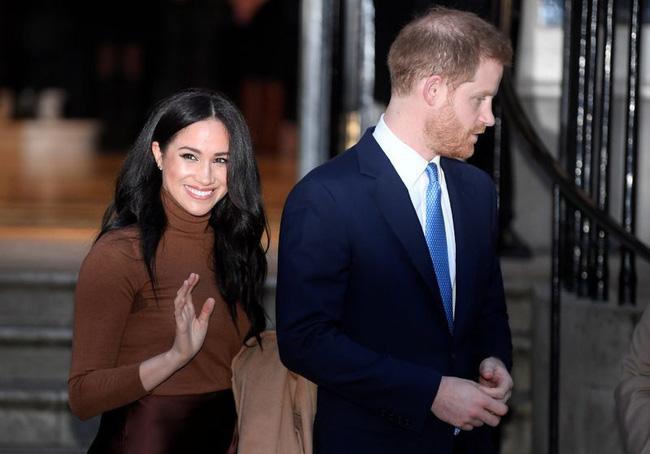 Vợ chồng Meghan Markle lần đầu tham dự sự kiện ở Mỹ sau khi rời khỏi hoàng gia Anh với sự khác biệt chưa từng có - Ảnh 1.