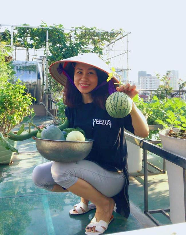 Choáng với trang trại nuôi trồng thập cẩm trên nóc nhà ở giữa Thủ đô - Ảnh 14.