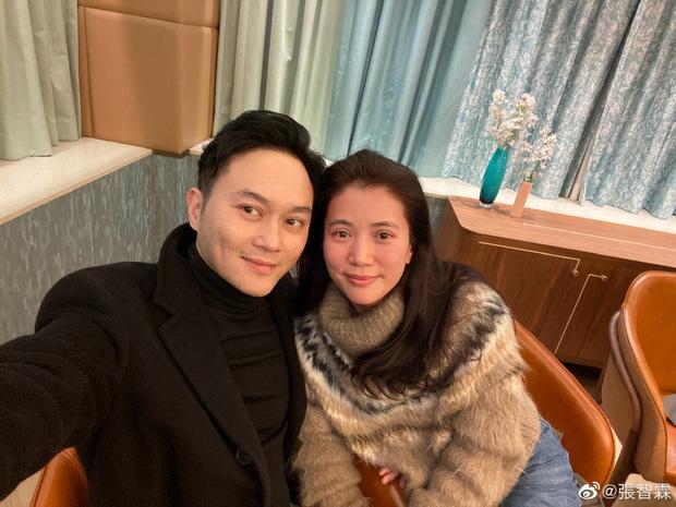Mấy ai được như cặp Viên Vịnh Nghi - Trương Trí Lâm: 19 năm bên nhau nàng vẫn đỏ mặt, tim đập mạnh khi chụp ảnh với chàng - Ảnh 2.