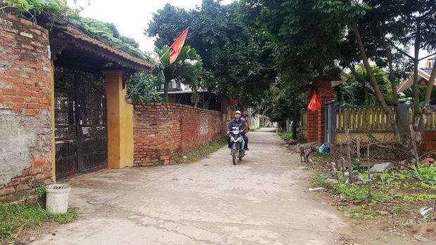 Thuốc khử trùng bao trùm làng quê có nhiều người nhiễm nCoV nhất cả nước - Ảnh 8.