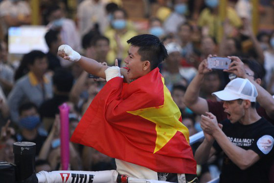Thu Nhi trở thành nữ võ sĩ Việt Nam đầu tiên đoạt đai vô địch WBO châu Á - Ảnh 1.