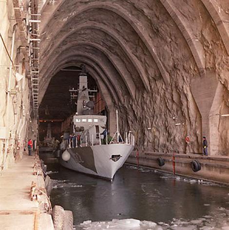 Bí ẩn căn cứ hải quân ngầm lớn nhất thế giới - Ảnh 1.