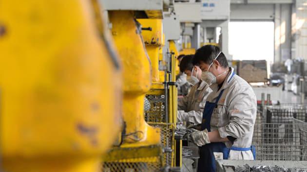 Lĩnh vực sản xuất Trung Quốc xuống thấp kỷ lục - Ảnh 1.