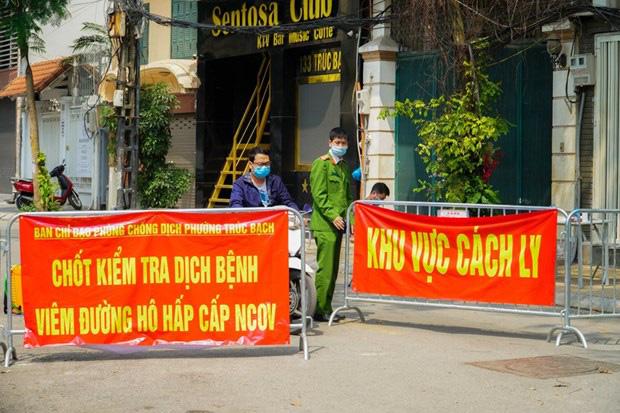 Chủ tịch Hà Nội đề nghị tiếp tục rà soát những người tiếp xúc gần với các trường hợp nhiễm Covid-19 - Ảnh 1.
