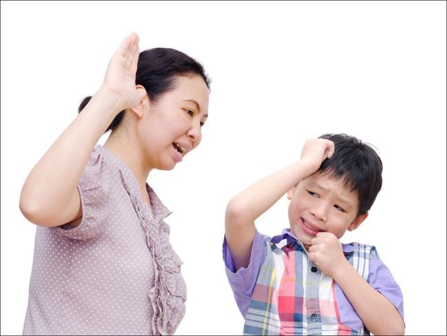 Con sẽ ngày càng lì lợm, bướng bỉnh hoặc nhút nhát nếu bố mẹ thốt ra 5 câu nói này trong lúc nóng giận - Ảnh 1.