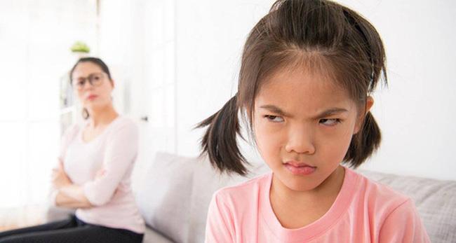 Con sẽ ngày càng lì lợm, bướng bỉnh hoặc nhút nhát nếu bố mẹ thốt ra 5 câu nói này trong lúc nóng giận - Ảnh 3.