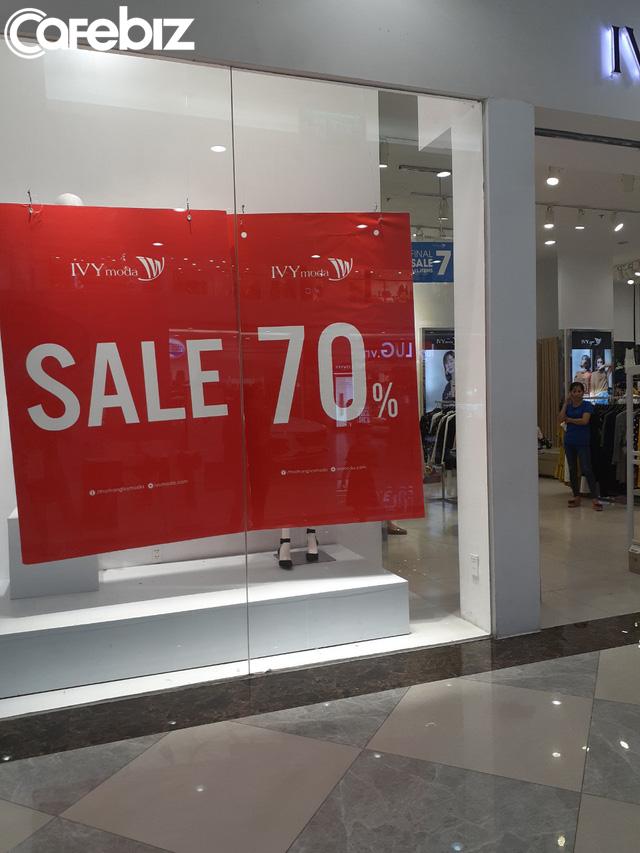 TPHCM: Các TTTM dần có khách trở lại dịp cuối tuần, nhiều mặt hàng sale đến 70% - Ảnh 9.