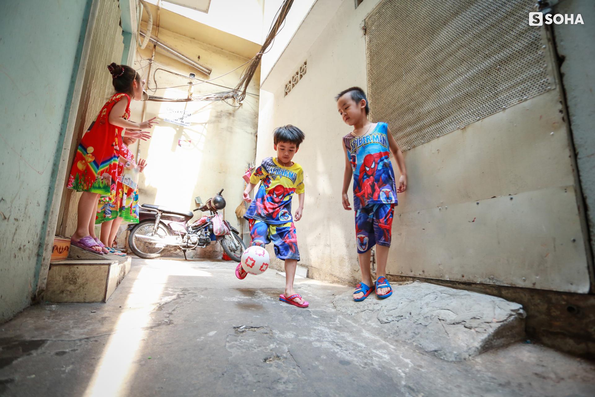 Gia đình sinh 5 đầu tiên ở Việt Nam quay cuồng với dịch COVID-19, nhưng luôn ngập tiếng cười - Ảnh 14.