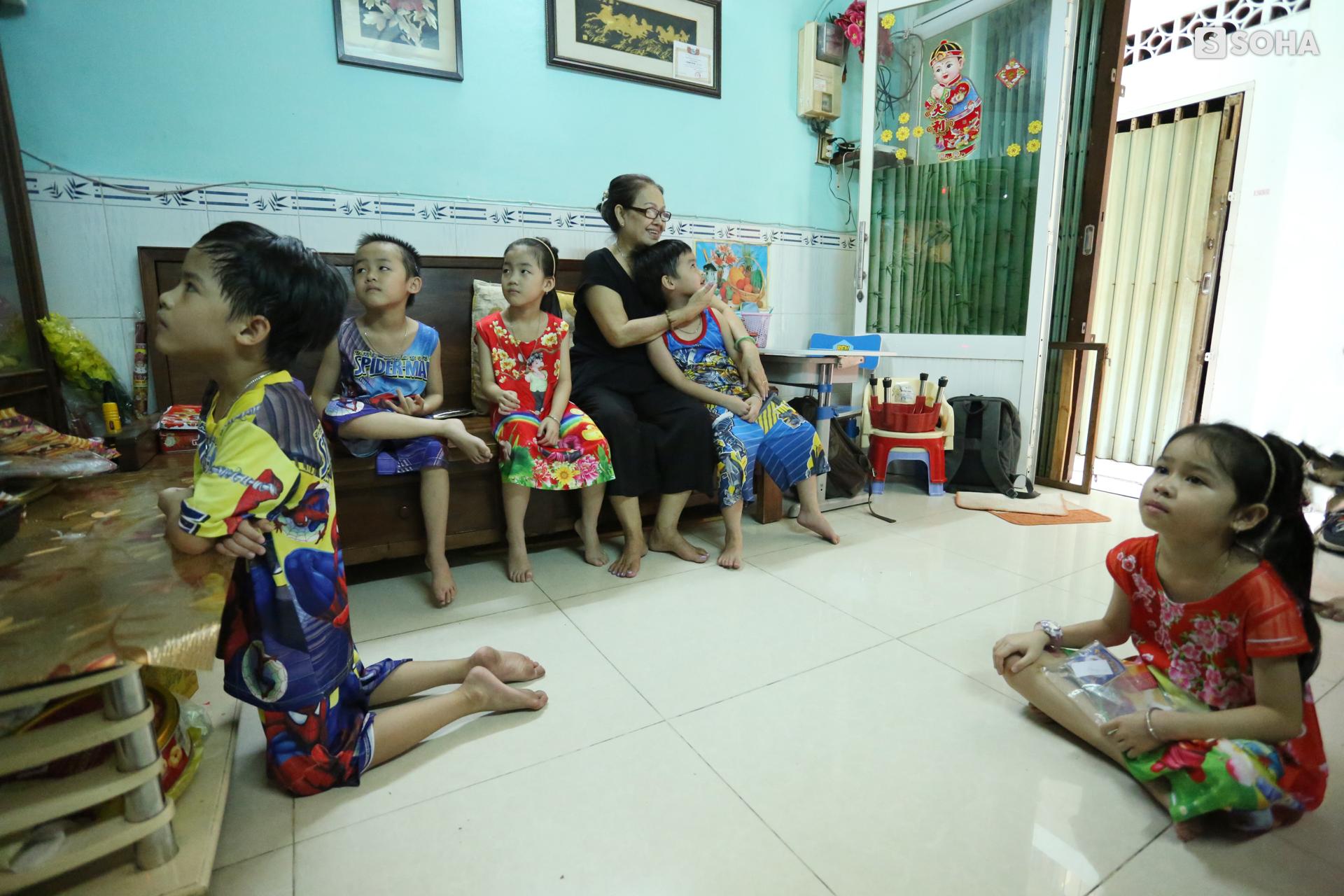 Gia đình sinh 5 đầu tiên ở Việt Nam quay cuồng với dịch COVID-19, nhưng luôn ngập tiếng cười - Ảnh 18.