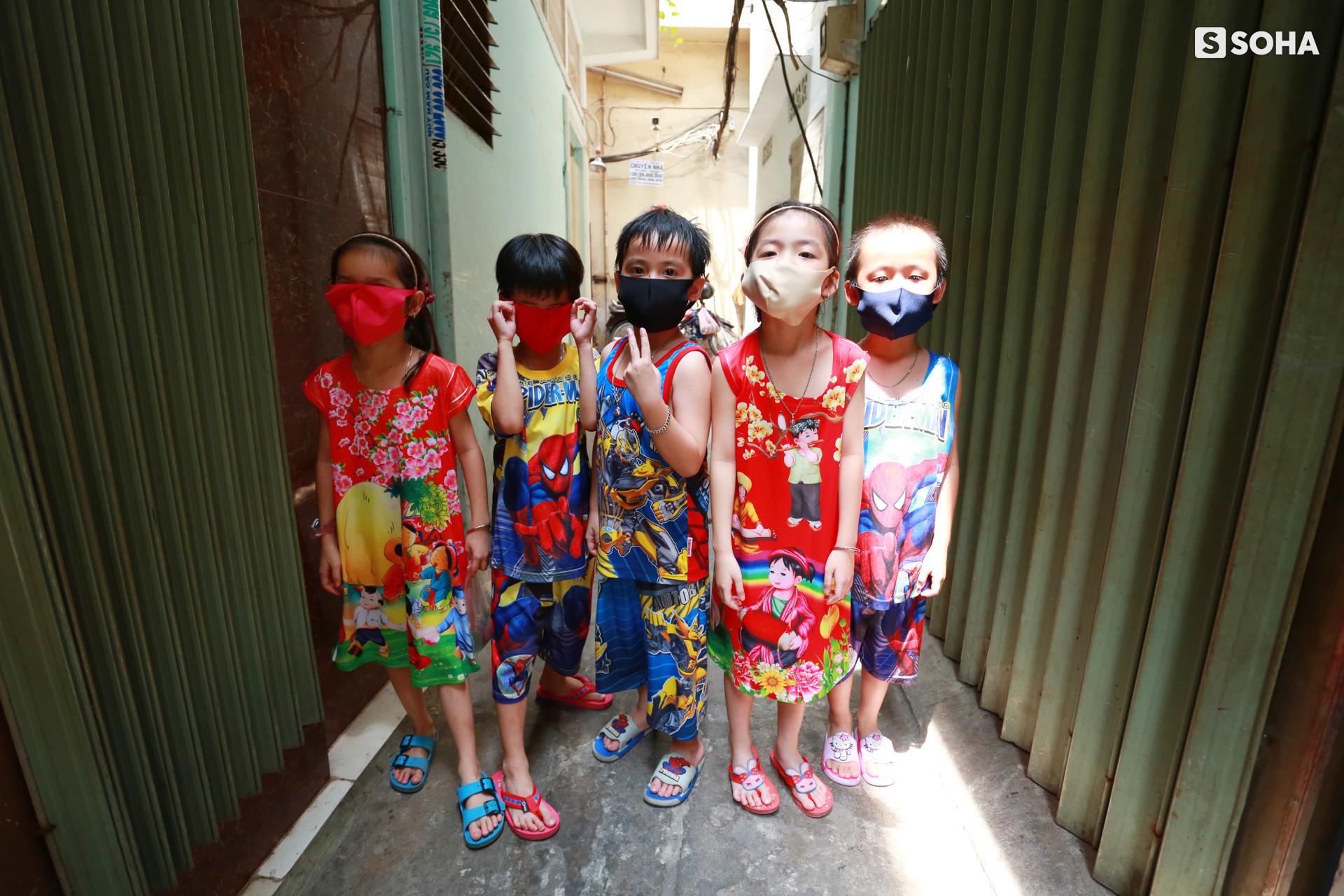 Gia đình sinh 5 đầu tiên ở Việt Nam quay cuồng với dịch COVID-19, nhưng luôn ngập tiếng cười - Ảnh 16.