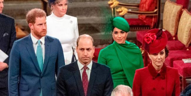 Bị chỉ trích là lạnh nhạt với em trai nhưng khoảnh khắc Hoàng tử William mím chặt môi, kiềm chế cảm xúc trước Harry khiến nhiều người phải xót xa - Ảnh 3.