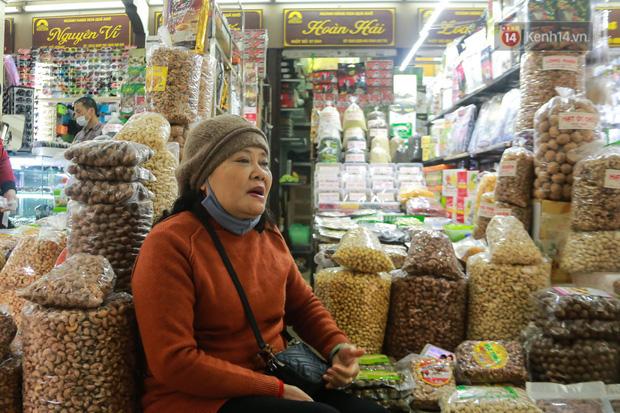 Ảnh: Cảnh tượng đìu hiu tại khu chợ lớn nhất Hà Nội trong mùa dịch Covid-19 - Ảnh 5.