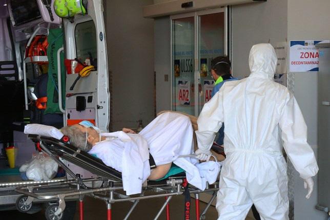 Thông điệp xúc động của một bác sĩ Italy giữa cơn sóng thần COVID-19: Mong mọi người hãy biết xót thương nhau - Ảnh 3.
