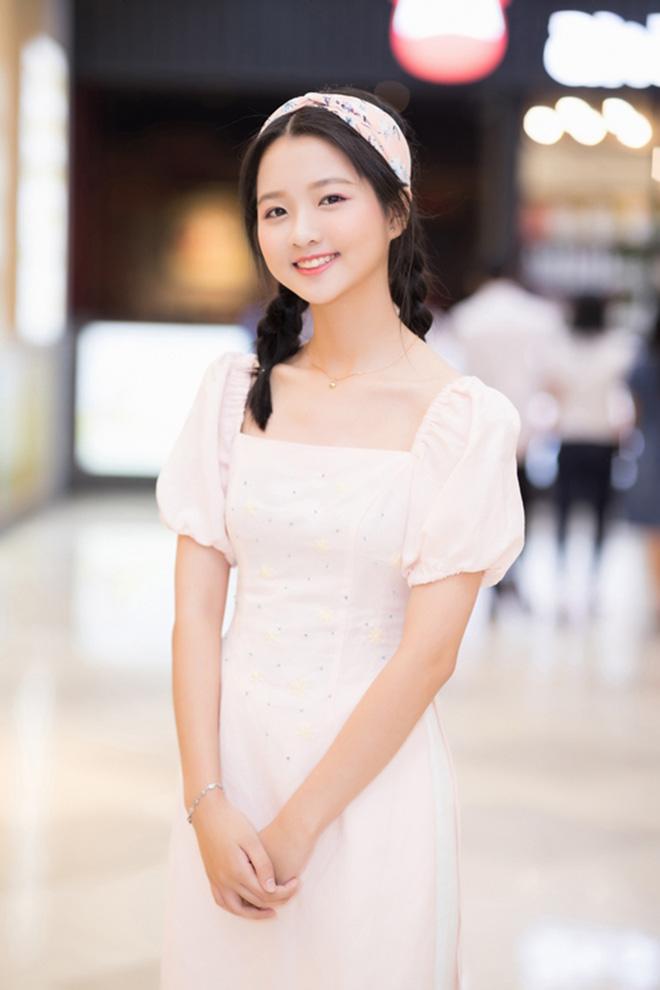 Vẻ ngoài xinh đẹp, phổng phao tuổi dậy thì của sao nhí đắt show nhất nhì màn ảnh Việt - Ảnh 5.