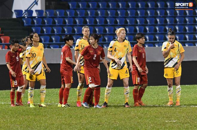 Chùm ảnh: Dàn nữ tuyển thủ bé hạt tiêu Việt Nam vây ráp khiến khổng lồ Australia ôm đầu - Ảnh 2.