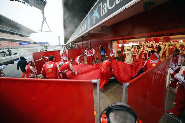 Những nỗi bất an nào khiến chặng đua F1 tại Việt Nam 2020 khó tổ chức đúng như kế hoạch? - Ảnh 1.