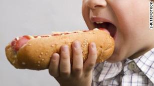 Những loại thực phẩm chế biến sẵn có liên quan lớn tới bệnh ung thư - Ảnh 2.