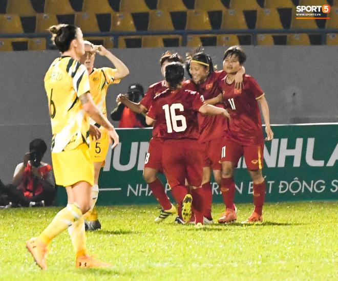 Chùm ảnh: Dàn nữ tuyển thủ bé hạt tiêu Việt Nam vây ráp khiến khổng lồ Australia ôm đầu - Ảnh 14.