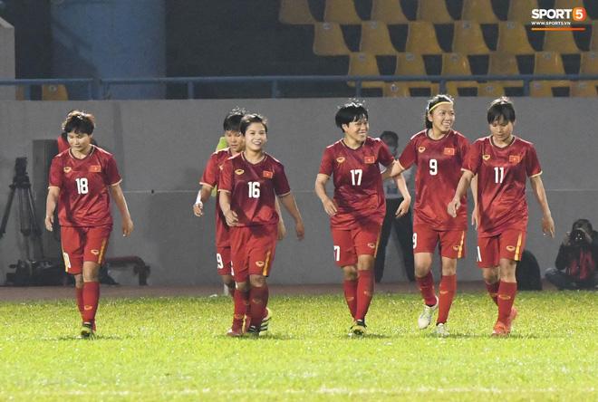 Chùm ảnh: Dàn nữ tuyển thủ bé hạt tiêu Việt Nam vây ráp khiến khổng lồ Australia ôm đầu - Ảnh 16.