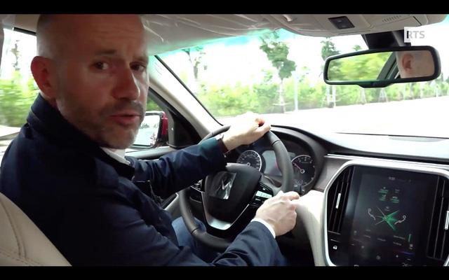 Ô tô VinFast lên sóng đài truyền hình quốc gia Thụy Sĩ - Ảnh 3.