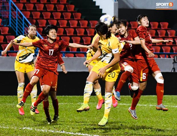 Chùm ảnh: Dàn nữ tuyển thủ bé hạt tiêu Việt Nam vây ráp khiến khổng lồ Australia ôm đầu - Ảnh 5.