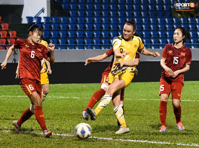 Chùm ảnh: Dàn nữ tuyển thủ bé hạt tiêu Việt Nam vây ráp khiến khổng lồ Australia ôm đầu - Ảnh 6.