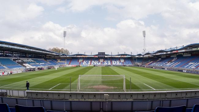 Bị hoãn trận đấu vì Covid-19, Heerenveen đưa ra một loạt lệnh cấm với Văn Hậu và đồng đội - Ảnh 1.