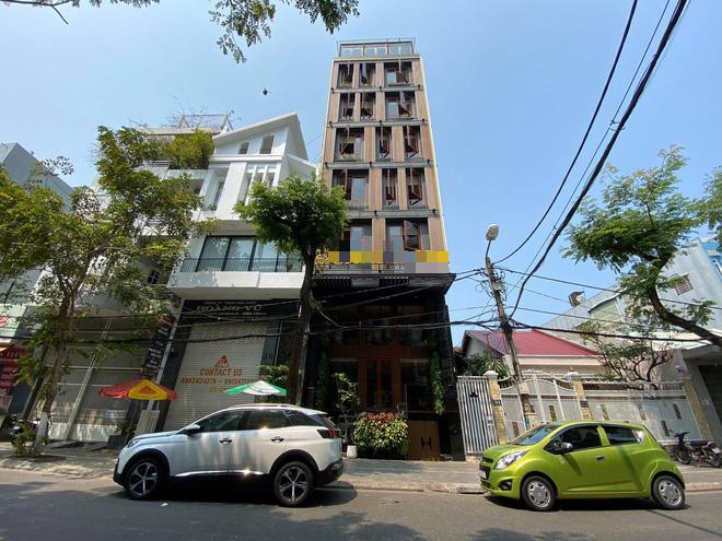 Nhiều cửa hàng, khách sạn tại Đà Nẵng đóng cửa vì có hai du khách người Anh dương tính với Covid-19 ghé thăm - Ảnh 6.