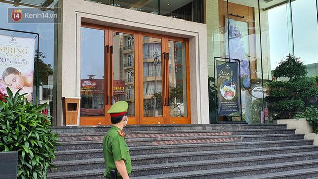 Phía sau hình ảnh người phụ nữ trong khu cách ly ở Đà Nẵng với tấm biển nhờ các anh công an mua giúp em 1 bát cháo cho em bé - Ảnh 6.