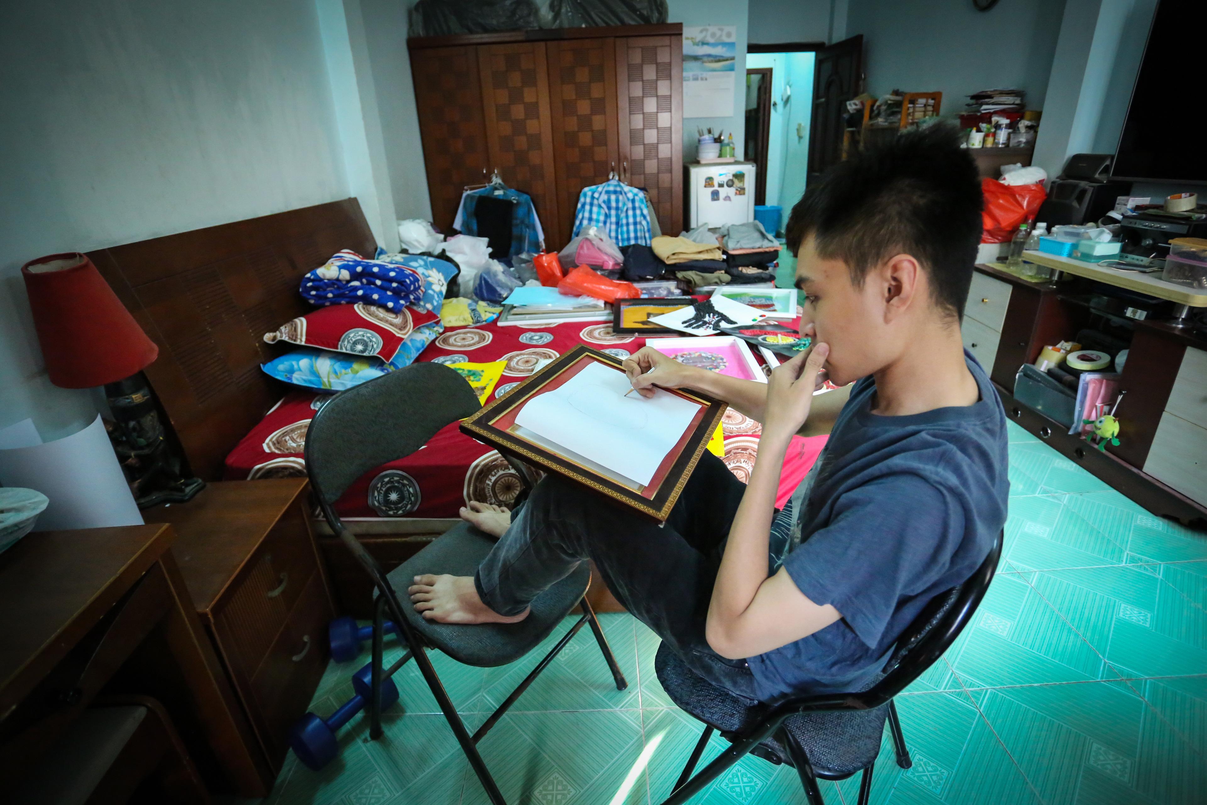 Độc đáo tranh tuyên truyền chống Covid-19 được làm bằng nút áo, của chàng trai 9X Sài Gòn - Ảnh 10.