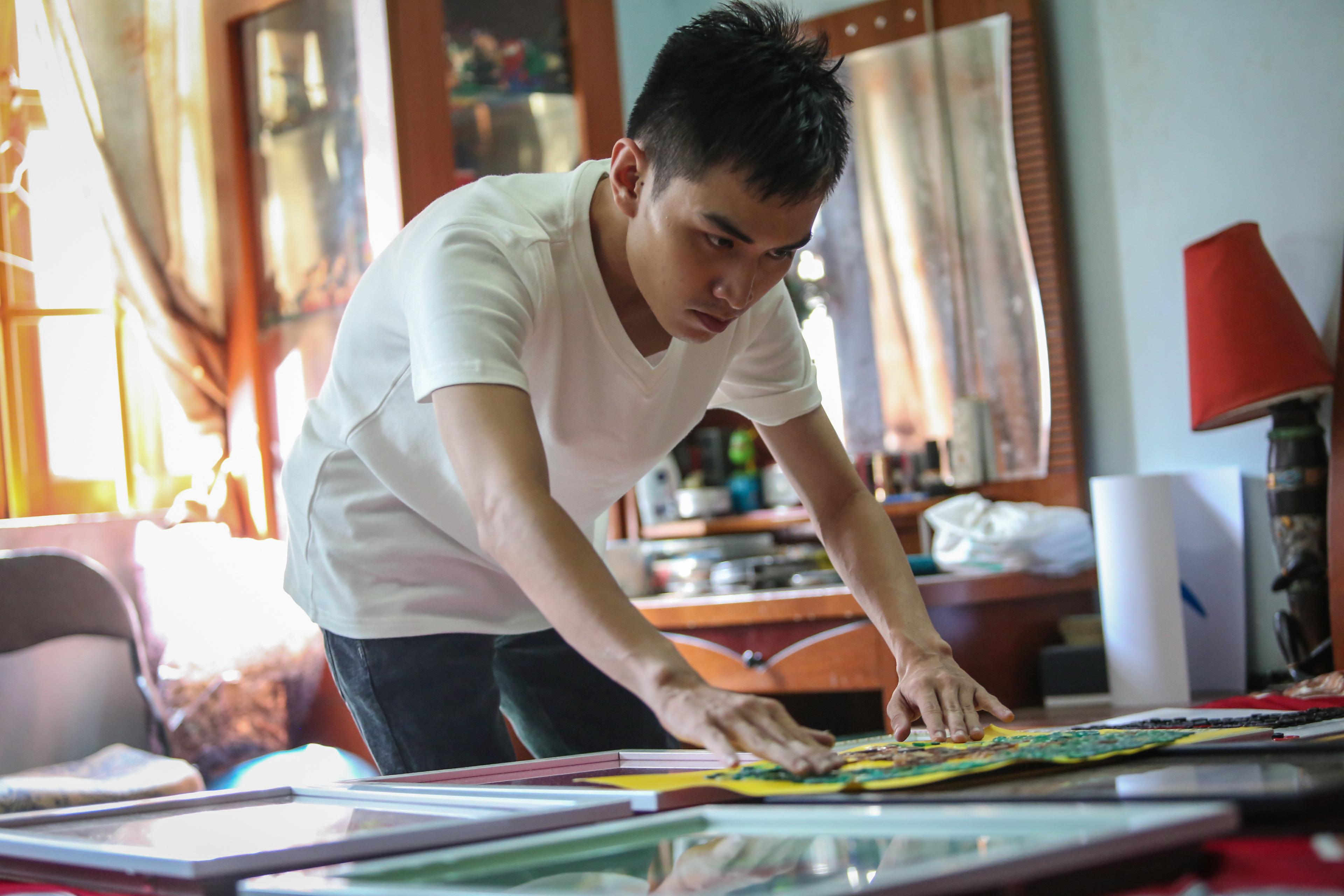 Độc đáo tranh tuyên truyền chống Covid-19 được làm bằng nút áo, của chàng trai 9X Sài Gòn - Ảnh 7.