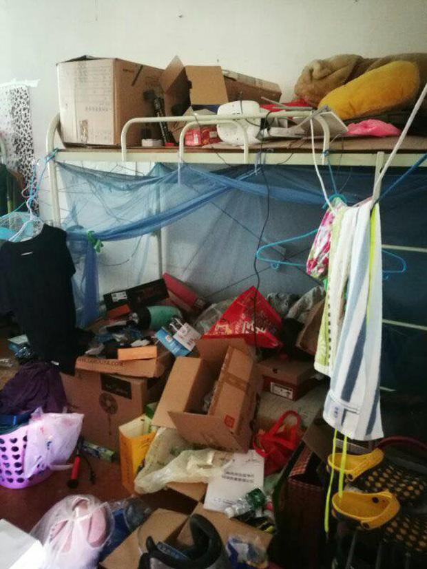 Thảm cảnh bạn cùng phòng ở bẩn đã lên một level mới, dân tình khuyên nên ra bãi rác luôn cho đỡ tốn tiền thuê phòng - Ảnh 1.