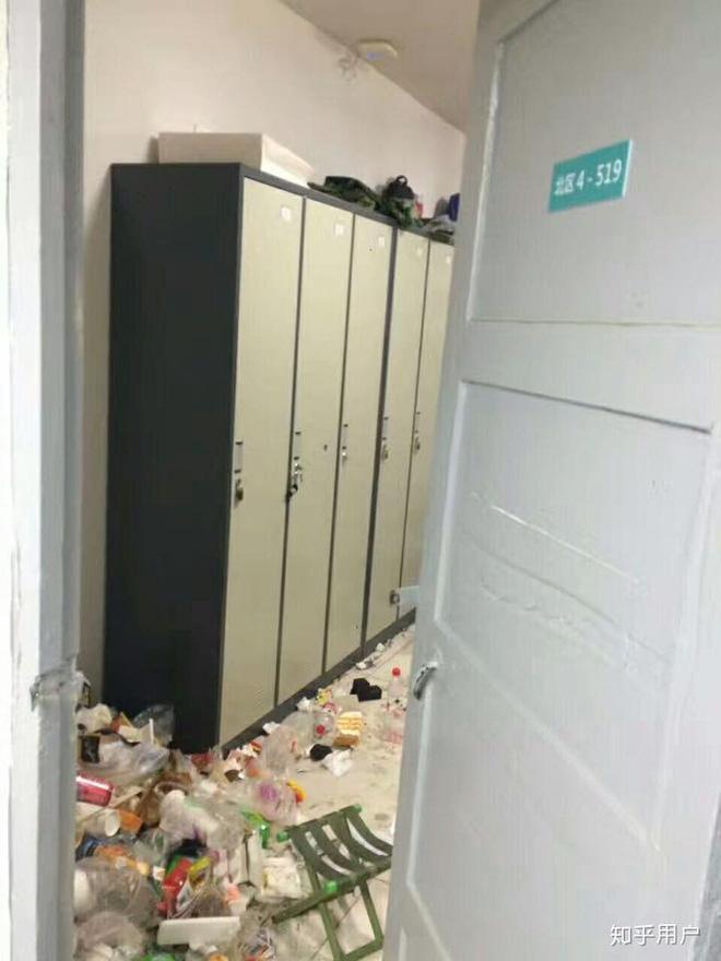 Thảm cảnh bạn cùng phòng ở bẩn đã lên một level mới, dân tình khuyên nên ra bãi rác luôn cho đỡ tốn tiền thuê phòng - Ảnh 7.