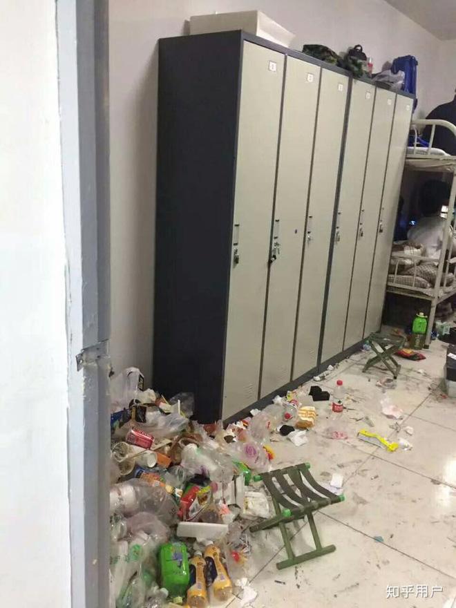 Thảm cảnh bạn cùng phòng ở bẩn đã lên một level mới, dân tình khuyên nên ra bãi rác luôn cho đỡ tốn tiền thuê phòng - Ảnh 8.