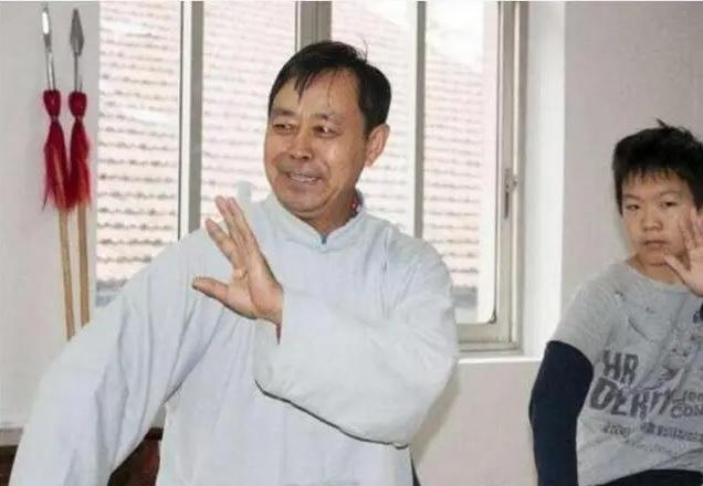 """Hết làm giả clip, võ sư Thái Cực 67 tuổi lại hành động lố bịch làm võ lâm """"dậy sóng"""" - Ảnh 7."""