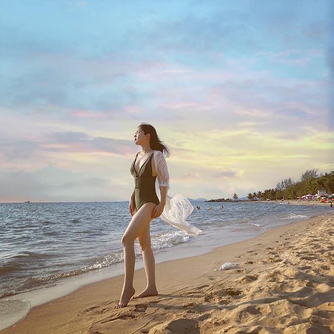 Chị gái ruột, nổi tiếng một thời trên VTV của Hòa Minzy khoe ảnh bikini gợi cảm - Ảnh 1.