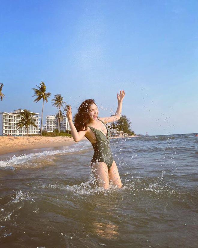 Chị gái ruột, nổi tiếng một thời trên VTV của Hòa Minzy khoe ảnh bikini gợi cảm - Ảnh 2.