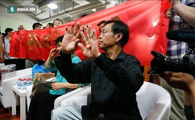 """Hết làm giả clip, võ sư Thái Cực 67 tuổi lại hành động lố bịch làm võ lâm """"dậy sóng"""" - Ảnh 4."""