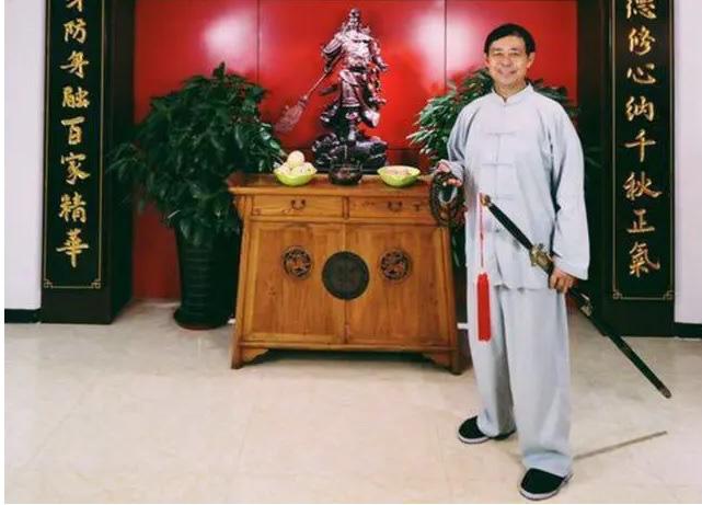 """Hết làm giả clip, võ sư Thái Cực 67 tuổi lại hành động lố bịch làm võ lâm """"dậy sóng"""" - Ảnh 2."""