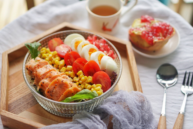 Bộ Y tế và Viện dinh dưỡng khuyên: Những món cần có trong mâm cơm cùng 3 việc phải làm mỗi ngày để tăng cường miễn dịch phòng chống dịch Covid-19 - Ảnh 1.